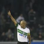 Alex Sends Coritiba Top - Brasileirao Round 4