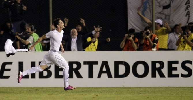 Alejandro Silva celebrates his goal for Olimpia in the first leg