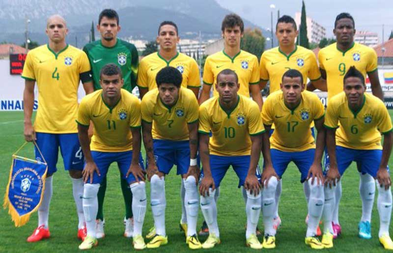 Brazil's 2014 Toulon Tournament winning side: Back row lr: Dória