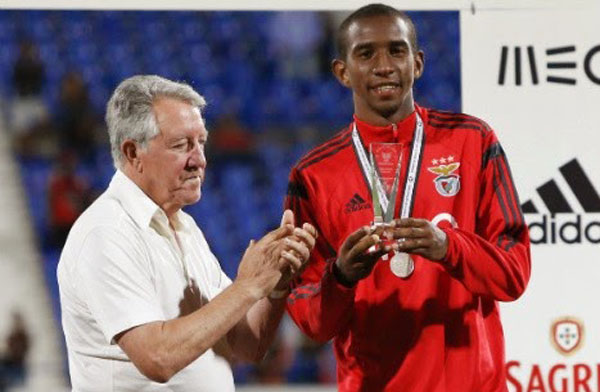 Anderson Talisca picking up his best player award for Benfica at Lisbon's Taça de Honra