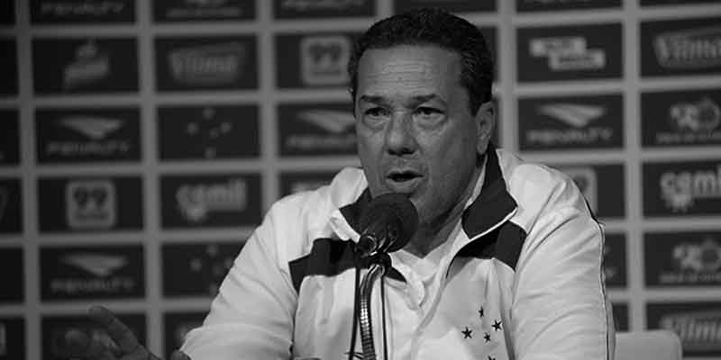 Vanderlei Luxemburgo replaced Marcelo Oliveira at Cruzeiro
