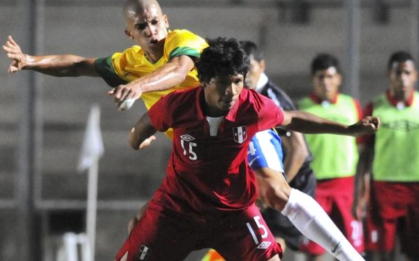 Doria in action for Brazil  u20s v Peru in 2013