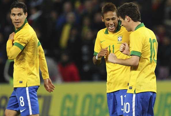 Neymar-and-Oscar-v-Italy