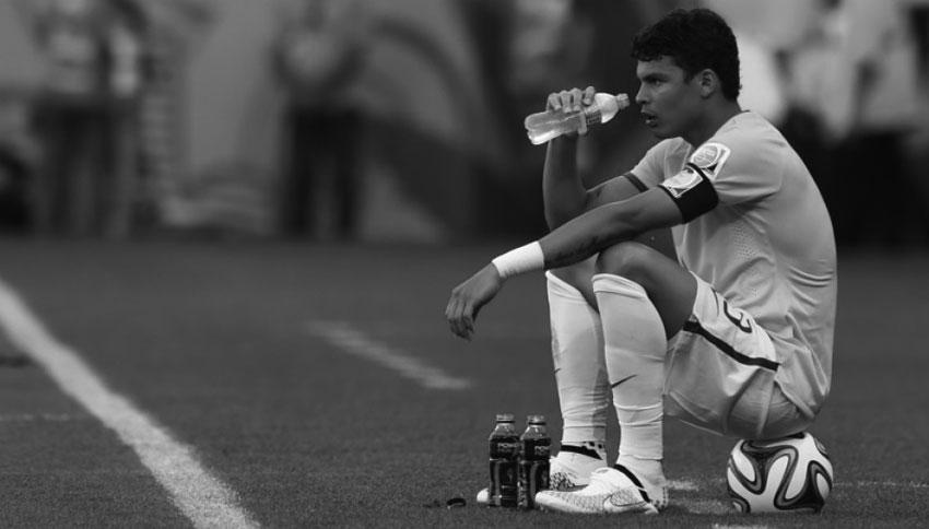 Thiago-Silva-sat-on-ball